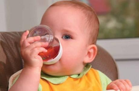Какие и чем полезны соки для ребенка