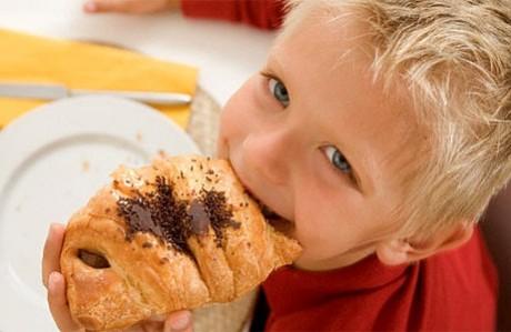 Как не сделать ребенка зависимым от сладкого