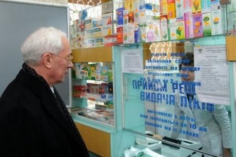 Азаров: страна охвачена самолечением