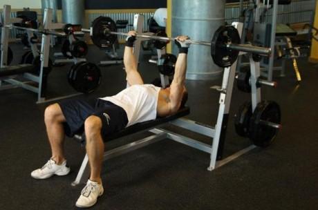 Накачайте грудные мышцы