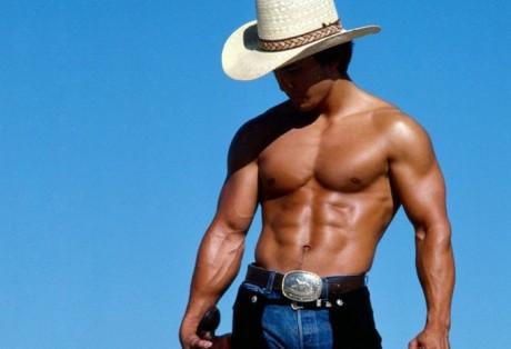 Красивое мужское тело всегда в моде