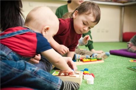 Как играть с аутичным ребенком