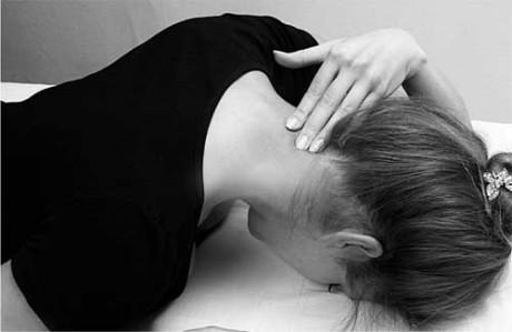 Почему может болеть шея