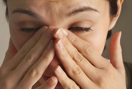 Нужно определить причину появления слизи в горле
