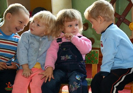 Общение со сверстниками меняет привычки ребенка