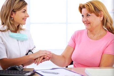 У людей более старшего возраста псориаз часто сочетается с сахарным диабетом