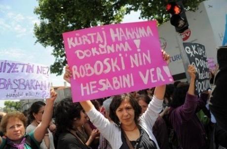 Турецкие женщины провели пикет, отстаивая право на аборт