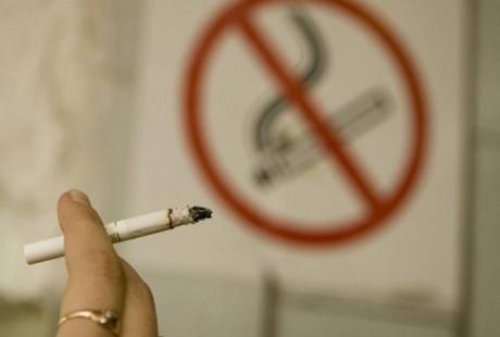 Запрет курения в общественных местах: что за этим стоит