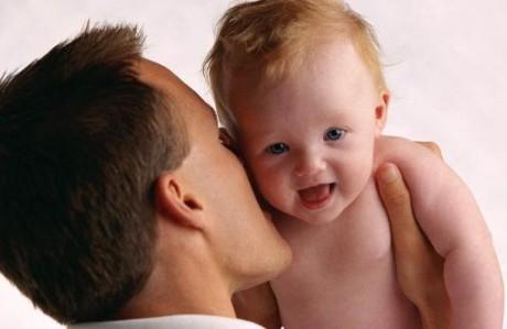 Доказано: любовь отца важнее для ребенка, чем матери