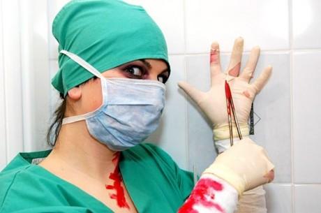 Хирург случайно вырезал пациентке головку бедренной кости