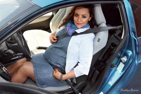 Беременная женщина за рулем: показания и противопоказания