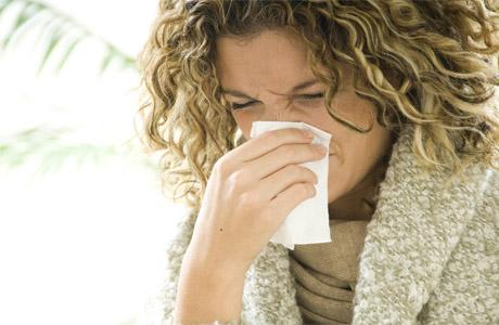 Носите при себе носовой платок, сморкайтесь, очищайте нос от слизи