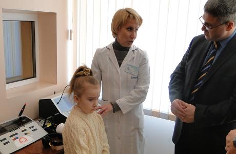 Больному придется пройти детальное отологическое и аудиологическое обследование