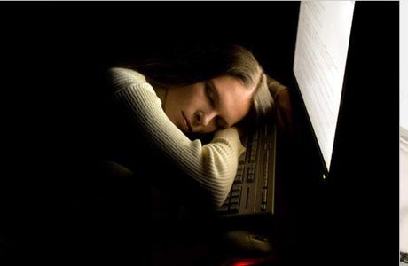 Невозможность заснуть связана с увеличенным тонусом нервной системы по вечерам