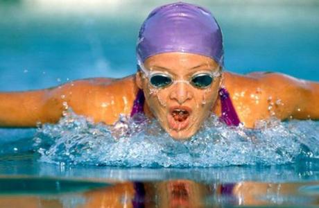 Плавание могут назначить с лечебными целями