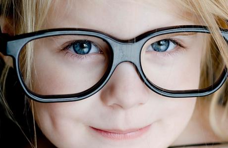 Стекло или пластик: какие очки для коррекции зрения выбрать