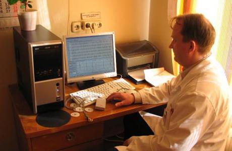 Проведение первичной биопсии простаты назначает пациенту уролог