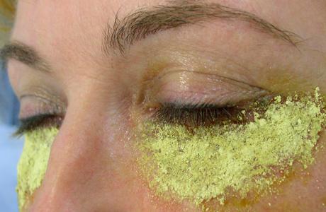 Приходится снимать почти весь эпидермис кожи
