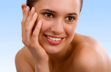 Очищать и увлажнять кожу нужно регулярно