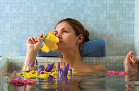 Ванны не возбраняется принимать в любое время дня и в любое время года